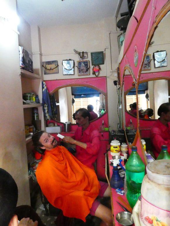 Ein Besuch beim Barbier darf nicht fehlen