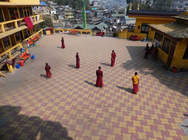 Mönche beim Spielen