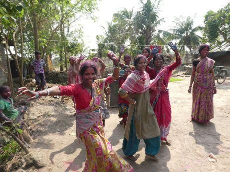 Tanz auf der Straße zu Holi