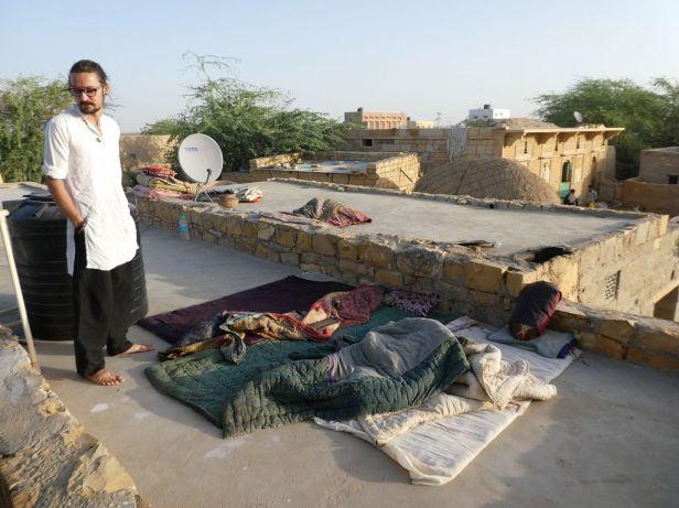 Wie die Locals auf dem Dach übernachten