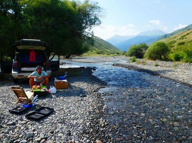 Durch ein Flussbett zu fahren gehört schon mal dazu. Hier mussten wir tatsächlich sogar einen Staudamm bauen, um das Wasser etwas wegzuleiten :-)
